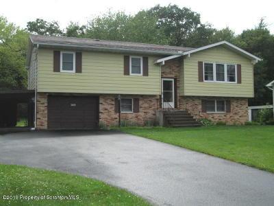 Lackawanna County Single Family Home For Sale: 530 Oaklane Rd