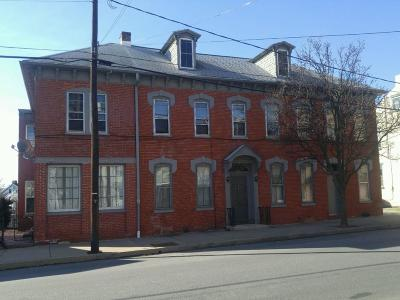 Columbia Multi Family Home For Sale: 228 S Fourth Street