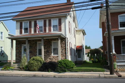 New Holland Single Family Home For Sale: 233 W Main Street