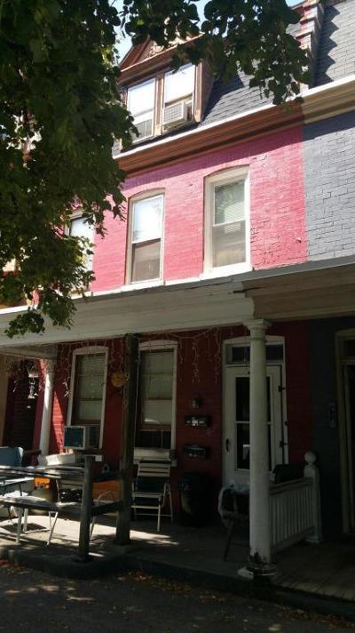 Lancaster Single Family Home For Sale: 909 E Orange Street
