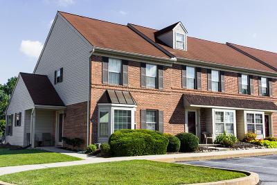 Lancaster Single Family Home For Sale: 55 Acorn Boulevard