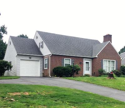 Lancaster Single Family Home For Sale: 1945 Park Plaza
