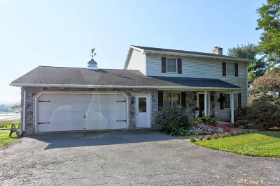 New Holland Single Family Home For Sale: 154 Hill Road