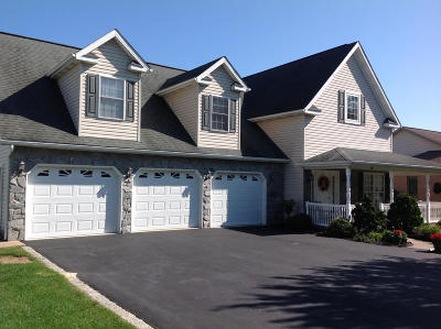 Denver Single Family Home For Sale: 188 Fairway Drive
