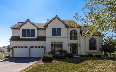 Lititz Single Family Home For Sale: 105 Ridgefield Way