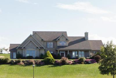 Manheim Single Family Home For Sale: 117 Autumn Leaf Lane