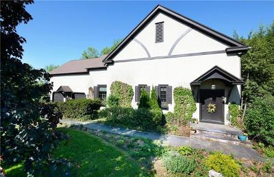 Single Family Home Available: 4430 Pond View Court