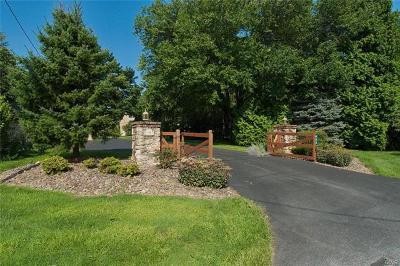 Single Family Home Available: 483 Bushkill Center Road