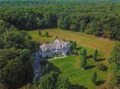 Single Family Home Available: 733 Quaker Plain Road