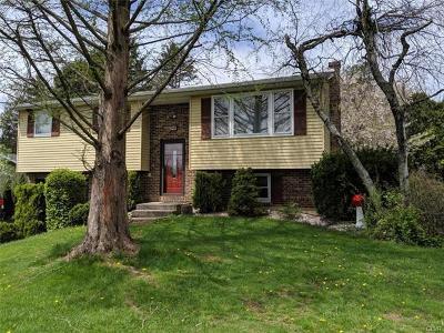 Single Family Home Available: 521 Oak Tree