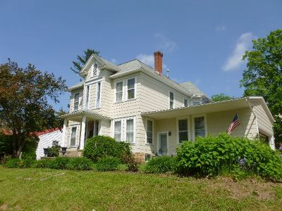 Single Family Home For Sale: 216 East Main Street