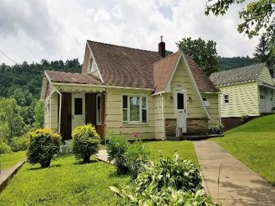 Bradford Single Family Home For Sale: 45 Gates Hollow