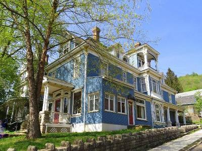 Bradford Single Family Home For Sale: 184 Congress Street