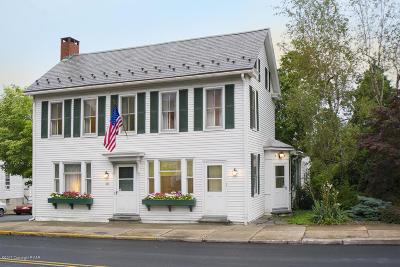 Pen Argyl Single Family Home For Sale: 38 E Pennsylvania Ave
