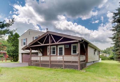 Long Pond Single Family Home For Sale: 156 Bull Run