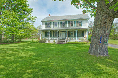 Stroudsburg Single Family Home For Sale: 443 Bossardsville Rd