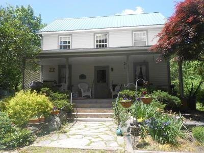 Henryville Single Family Home For Sale: 1057 Cherry Ln