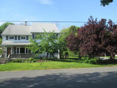 Stroudsburg Single Family Home For Sale: 241 Pokona Avenue