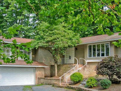 Stroudsburg Single Family Home For Sale: 411 Creekwood Dr