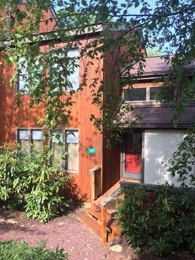 Lake Harmony Single Family Home For Sale: 37 Redfox Ct