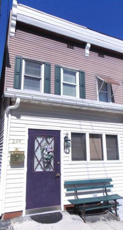 Jim Thorpe Single Family Home For Sale: 228 Center Ave