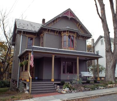 Lehigh County, Northampton County Single Family Home For Sale: 527 Delaware Ave