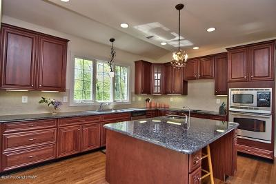 East Stroudsburg Single Family Home For Sale: 250 Great Bear Way