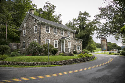 Stroudsburg Single Family Home For Sale: 6359 Cherry Valley Rd