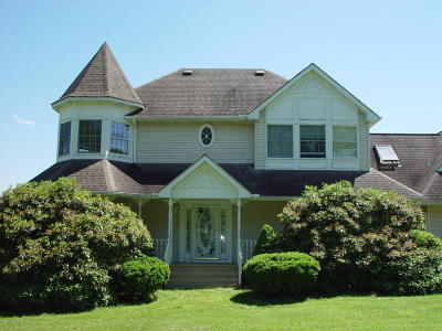 Single Family Home For Sale: 106 Lynx Ln