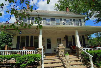 Stroudsburg PA Single Family Home For Sale: $270,000