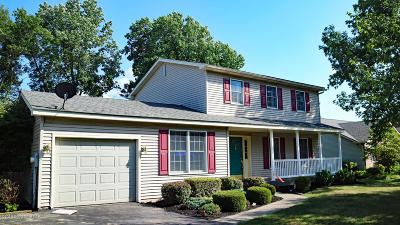 Pen Argyl Single Family Home For Sale: 1176 Candlewood Dr
