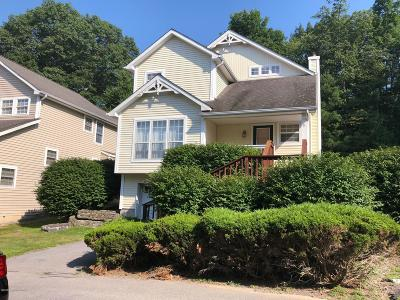 Country Club Of The Poconos Single Family Home For Sale: 206 Hawthorne Village Ct