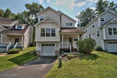 Country Club Of The Poconos Single Family Home For Sale: 202 Hawthorne Village Court
