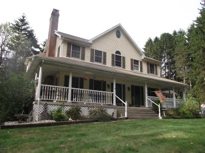 Stroudsburg Single Family Home For Sale: 135 Devonshire Dr