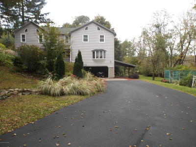Stroudsburg Single Family Home For Sale: 1553 Middle Rd
