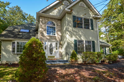 East Stroudsburg Single Family Home For Sale: 5181 Hilltop Cir