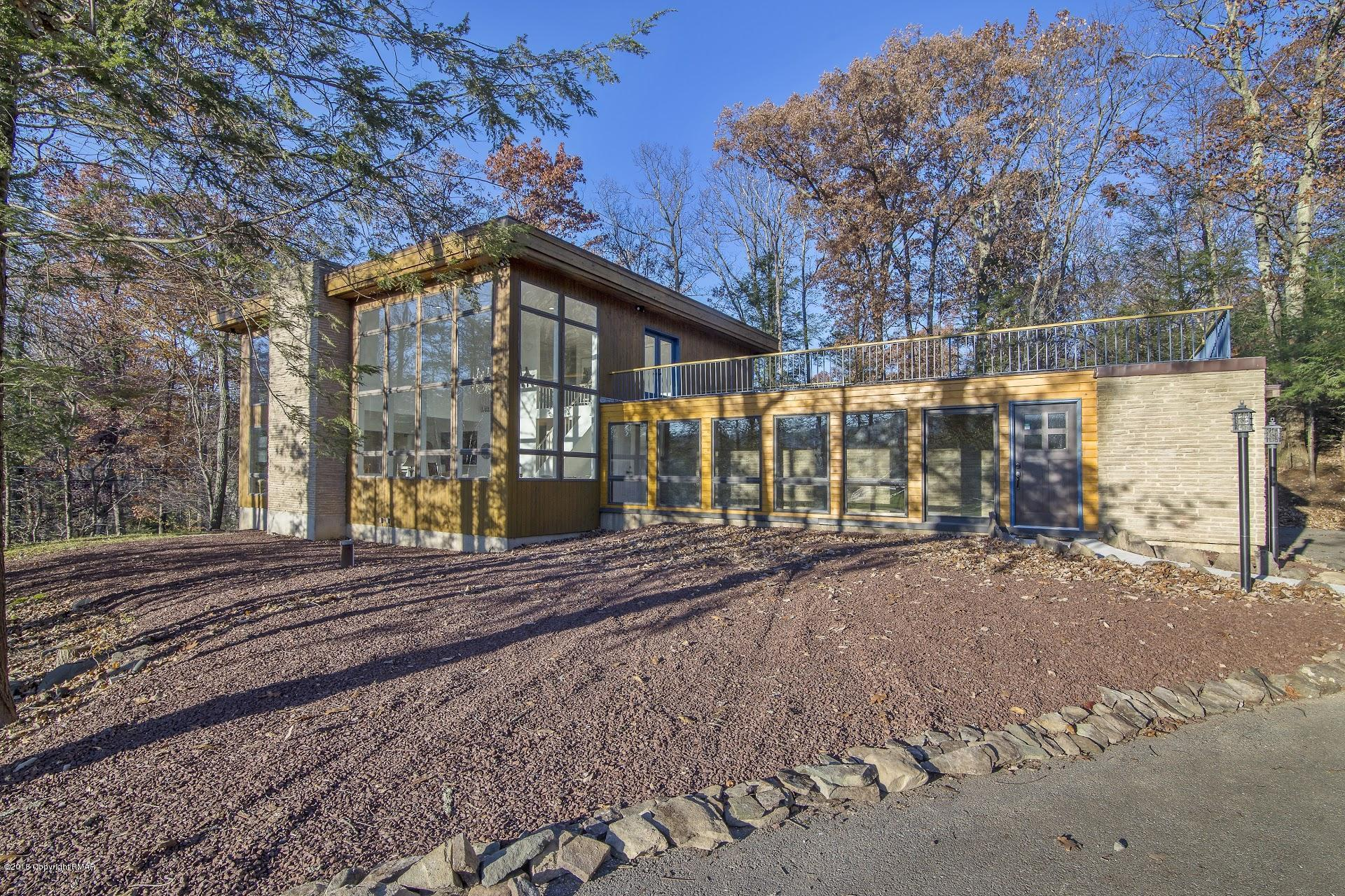 3205 Mountain View Dr, Tannersville, PA 18372