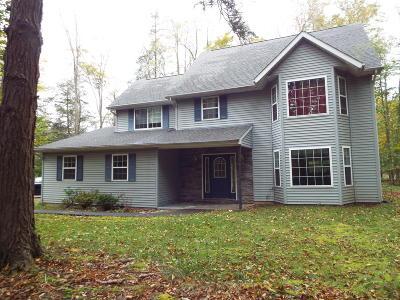 Pocono Lake Single Family Home For Sale: 106 Cranberry Dr