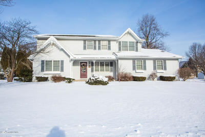 Pen Argyl Single Family Home For Sale: 1127 Candlewood Dr