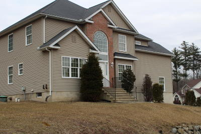 Stroudsburg Single Family Home For Sale: 780 Wedgewood Lake Dr