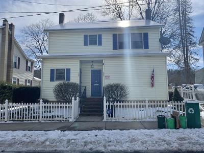 Stroudsburg Single Family Home For Sale: 527 Barry St