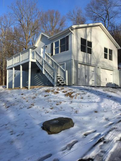Stroudsburg Single Family Home For Sale: 748 Lower Cherry Vly