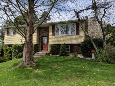 Nazareth Single Family Home For Sale: 521 Oak Tree Ln