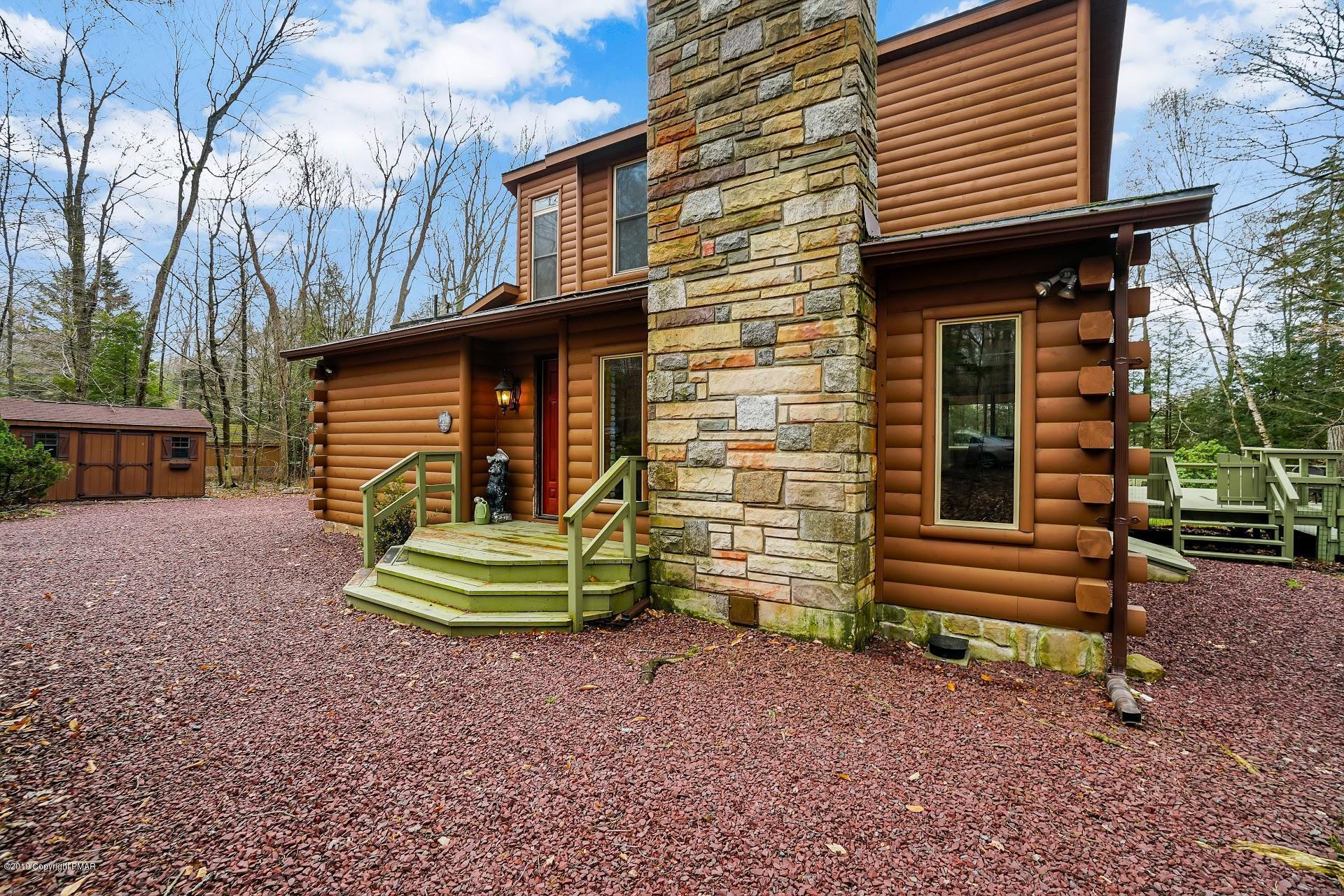 196 King Arthur Rd, Pocono Lake, PA 18347