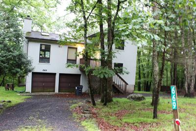 East Stroudsburg Single Family Home For Sale: 669 Clubhouse Dr