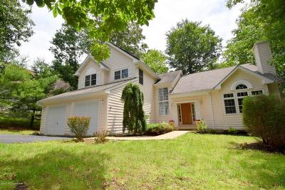 Country Club Of The Poconos Single Family Home For Sale: 324 Rolling Hills Drive