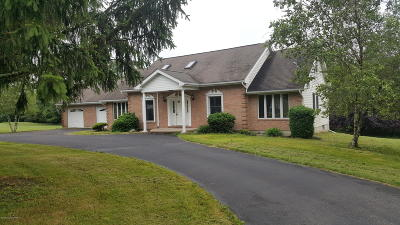 Brodheadsville Single Family Home For Sale: 174 Regency Ln