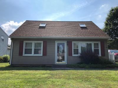 Lehigh County, Northampton County Single Family Home For Sale: 25 Edie Ln
