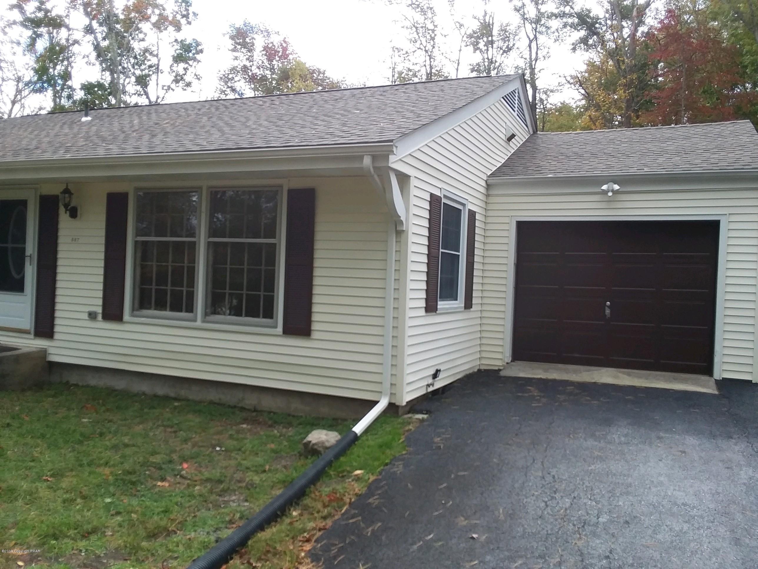 687 White Oak Rd, Cresco, PA 18326