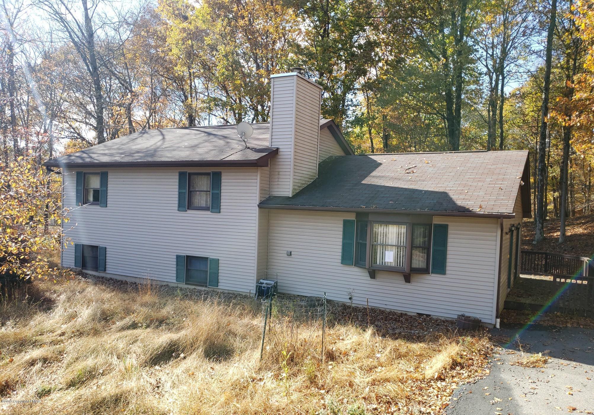 102 Daventry Ct, Bushkill, PA 18324